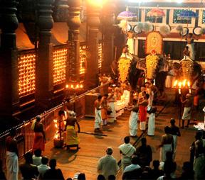 Poomully_Mana_Guruvayur_Sri_Krshna_Temple.jpg