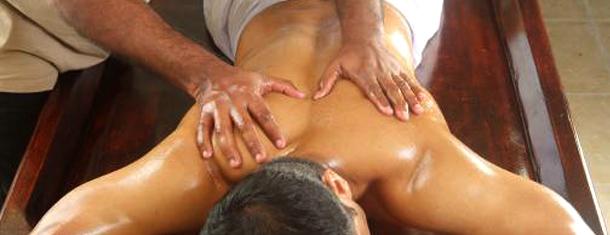 Shanthi_Ayurveda_Ashram_Treatments_Body_Massage.jpg