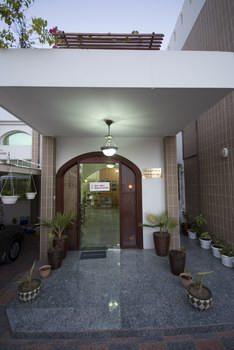 Sri_Sri_Ayurveda_Clinic_Main_Entrance.jpg