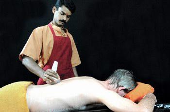 kalariyil_dharmikam_ashram_treatments_kizhi.jpg